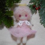 羊毛フェルトの作り方  指人形「天使」フェルトを布の様に作り人形にまとわせる